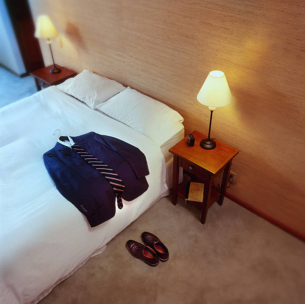 Business suit laid out on bed:スマホ壁紙(壁紙.com)