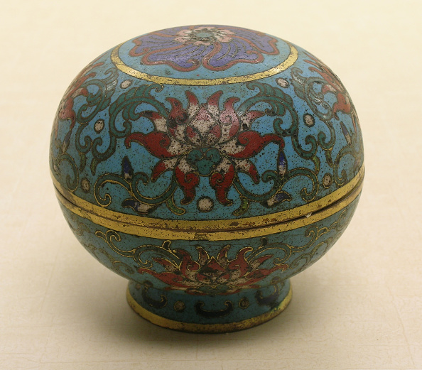 USC Pacific Asia Museum「Covered spehric shaped box with red floral and green leaf design on turquoise ground」:写真・画像(16)[壁紙.com]