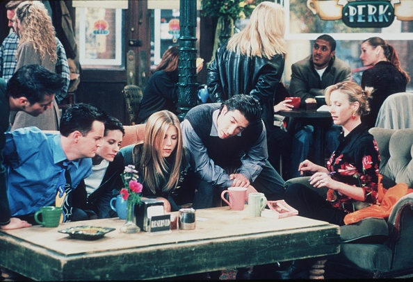 Television Show「Matt Le Blanc Matthew Perry Courteney Cox Jennifer Aniston David Schwimmer And Lisa Kudrow」:写真・画像(7)[壁紙.com]