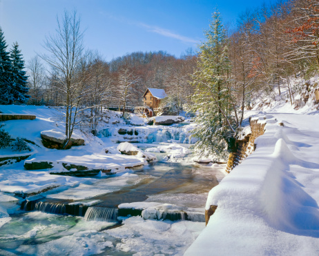 Mill「old-fashioned watermill gristmill and stream in snow」:スマホ壁紙(12)