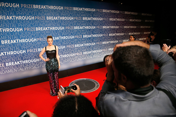 Finding「2019 Breakthrough Prize - Red Carpet」:写真・画像(18)[壁紙.com]
