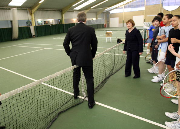 2012 Summer Olympics - London「Tony Blair Visits Sports Centre Ahead Of 2012 Olympics Announcement」:写真・画像(16)[壁紙.com]