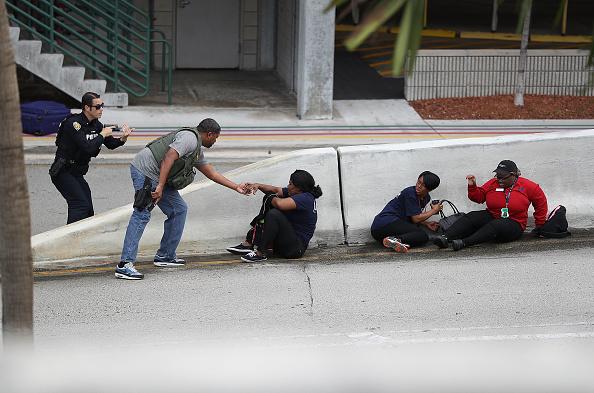 行く手「Shooter Opens Fire In Baggage Claim Area At Fort Lauderdale Airport」:写真・画像(11)[壁紙.com]