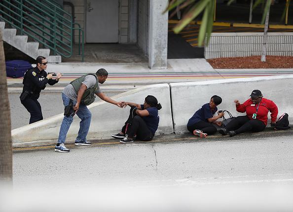 行く手「Shooter Opens Fire In Baggage Claim Area At Fort Lauderdale Airport」:写真・画像(10)[壁紙.com]