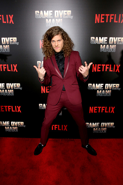 "Alternative Pose「Premiere of the Netflix Film ""Game Over, Man!"" at the Regency Village Westwood in Los Angeles」:写真・画像(6)[壁紙.com]"