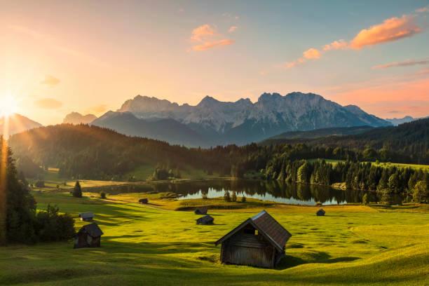 Magic Sunrise at Alpine Lake Geroldsee - view to mount Karwendel, Garmisch Partenkirchen, Alps:スマホ壁紙(壁紙.com)