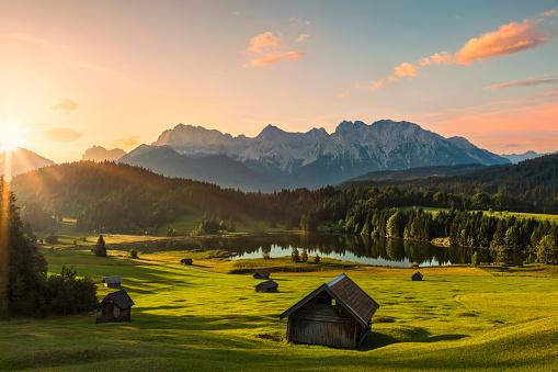Travel「Magic Sunrise at Alpine Lake Geroldsee - view to mount Karwendel, Garmisch Partenkirchen, Alps」:スマホ壁紙(12)