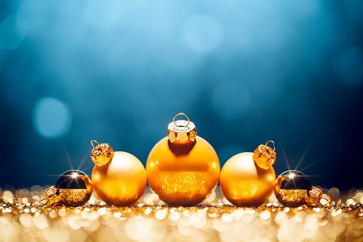 Decoration「ゴールデンクリスマス時間-デコレーションライトブルーの金ボケデフォーカス」:スマホ壁紙(3)