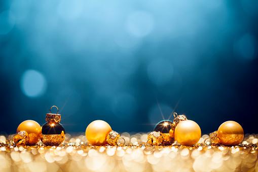 Glitter「Golden Christmas Time - Decorations Lights Bokeh Defocused Blue Gold」:スマホ壁紙(15)