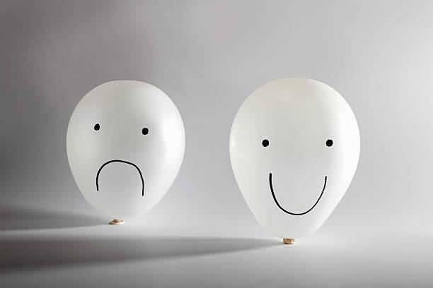 Happy and sad balloon faces:スマホ壁紙(壁紙.com)