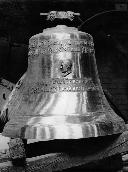 """Church「Bell with the image of Adolf Hitler and a dedication was completed by the Bell Foundry """"Pfunders"""" The bell is intended for the church in  Sievering. Vienna. Austria. 10/05/1938. (Photo by Imagno/Getty Images) Die Erste Führerglocke Wiens mit dem Abbild vo」:写真・画像(6)[壁紙.com]"""