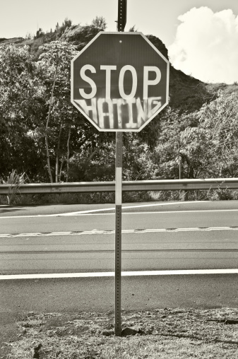 Furious「Stop Hating」:スマホ壁紙(18)