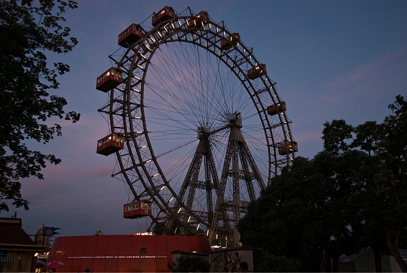 Amusement Park Ride「The Giant Ferris Wheel」:写真・画像(4)[壁紙.com]