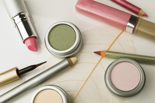 上方「Make-up utensils, close-up, high angle view」:スマホ壁紙(6)
