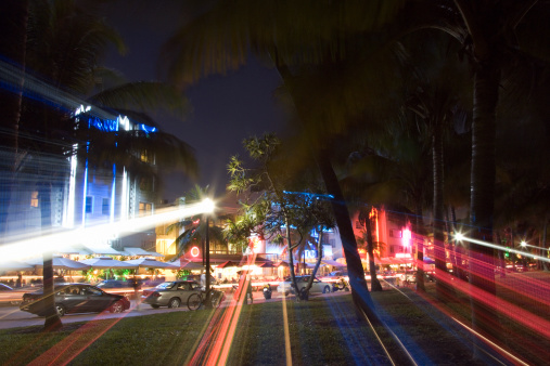 Boulevard「Traffic at night on Miami street」:スマホ壁紙(2)