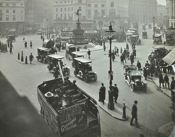 Lighting Equipment「Traffic At Piccadilly Circus, London, 1912」:写真・画像(15)[壁紙.com]