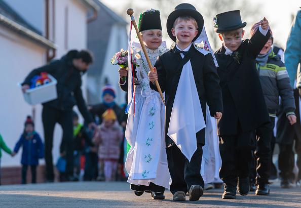 Heritage Images「Sorbian Children Celebrate Birds' Wedding Procession」:写真・画像(3)[壁紙.com]
