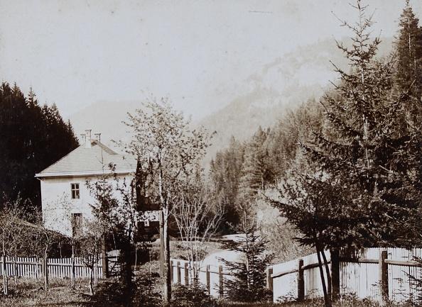 Grove「Adamstal Near Hainfeld. Cottage House. 1896. Photograph By Atelier Voigtländer /Wien. Photograph.」:写真・画像(7)[壁紙.com]