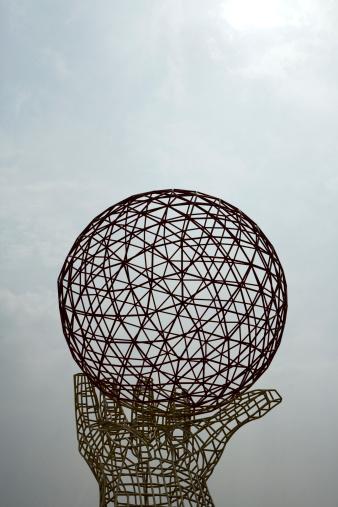 Sphere「China, Shanghai, wireframe hand and globe sculpture」:スマホ壁紙(10)