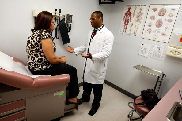 Healthcare Worker「Government Recovery Act Funds South Florida Low-Income Health Clinics」:写真・画像(4)[壁紙.com]