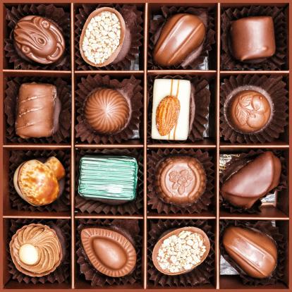 チョコレート「Close up shot of elegance chocolates in box」:スマホ壁紙(4)