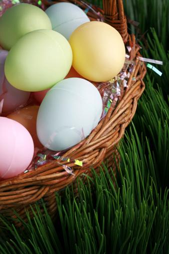 Easter Basket「close up shot of plastic easter eggs in a basket」:スマホ壁紙(19)