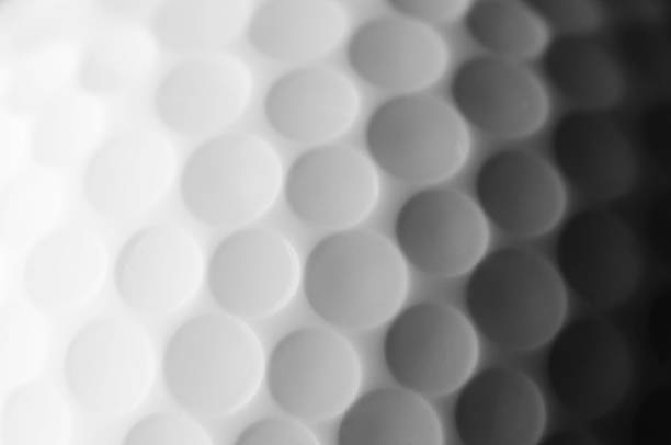 A close up shot of a golf ball, white and fade to dark gray:スマホ壁紙(壁紙.com)