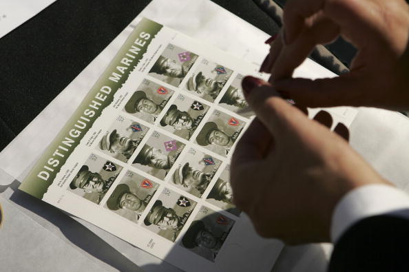 Post - Structure「Marine Corps Commemorative Stamps Unveiled On USMC's 230th Anniversary」:写真・画像(19)[壁紙.com]
