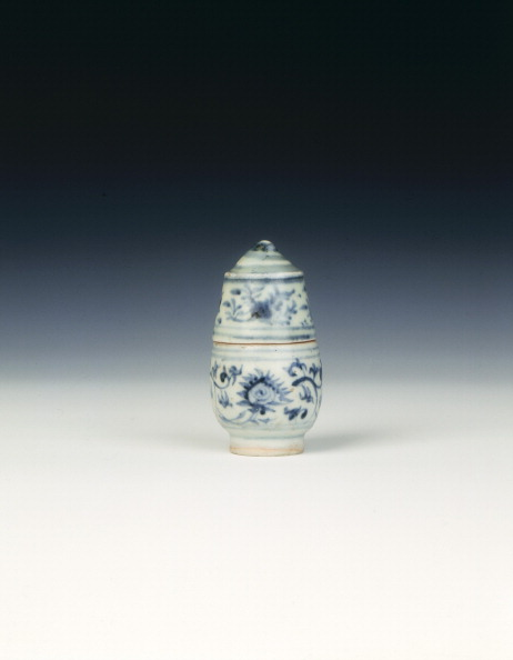 Chrysanthemum「Blue and white lime pot, Ming dynasty, China, second half of 15th century.」:写真・画像(7)[壁紙.com]