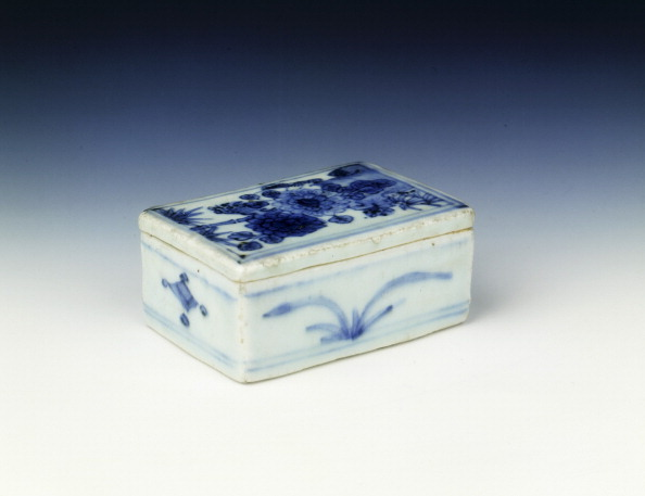Chrysanthemum「Blue and white box with chrysanthemum design, Ming dynasty, China, c1620.」:写真・画像(16)[壁紙.com]