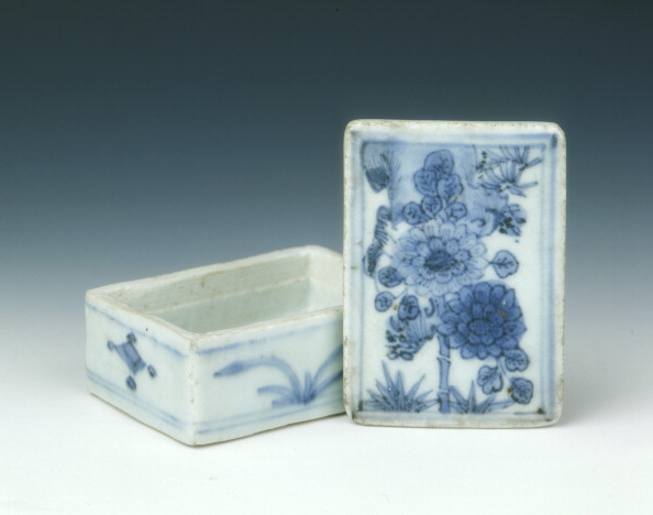 Chrysanthemum「Blue and white box with chrysanthemum design, Ming dynasty, China, c1620.」:写真・画像(19)[壁紙.com]