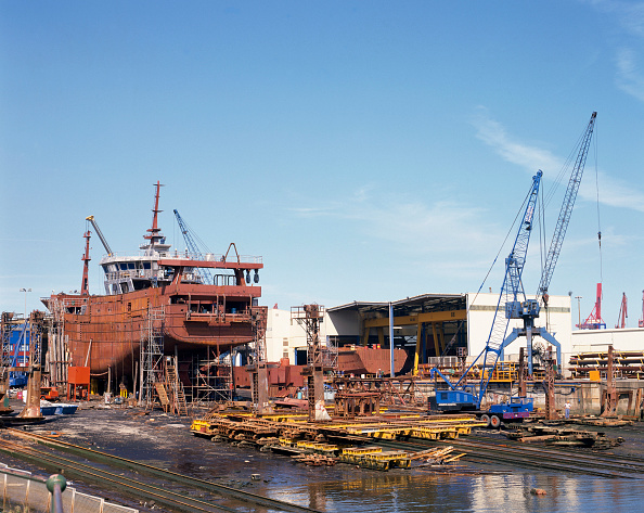 Rusty「Shipbuilding Port of Bilbao, Santurtzi, Spain」:写真・画像(15)[壁紙.com]