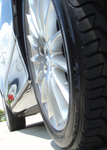 Low Angle View「Wheel And Rim On A New Luxurios Car」:スマホ壁紙(3)