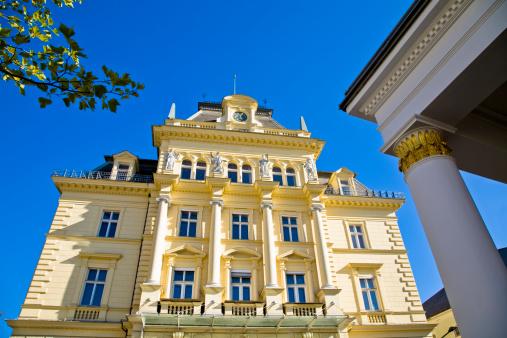 Salzkammergut「Building in royal yellow in Bad Ischl, Austria」:スマホ壁紙(12)