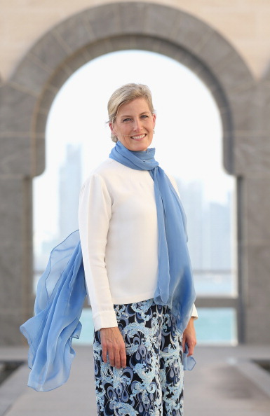 Sophie Rhys-Jones - Countess of Wessex「Sophie, Countess Of Wessex Visits Qatar - Day 1」:写真・画像(13)[壁紙.com]