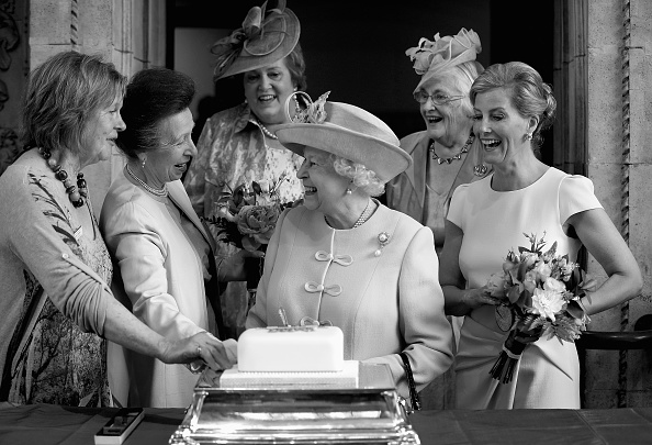 Cutting「Queen Elizabeth II Attends Centenary Annual Meeting Of The National Federation Of Women's Institute」:写真・画像(9)[壁紙.com]