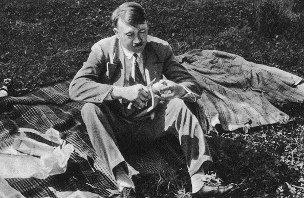 Eating「Hitler's Picnic」:写真・画像(8)[壁紙.com]