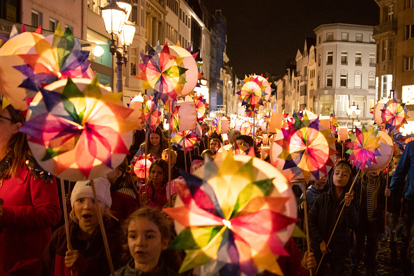 Lighting Equipment「Saint Martin's Day Parade In Bonn」:写真・画像(8)[壁紙.com]