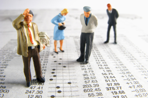 Female Likeness「Business figurines on financial figures」:スマホ壁紙(1)