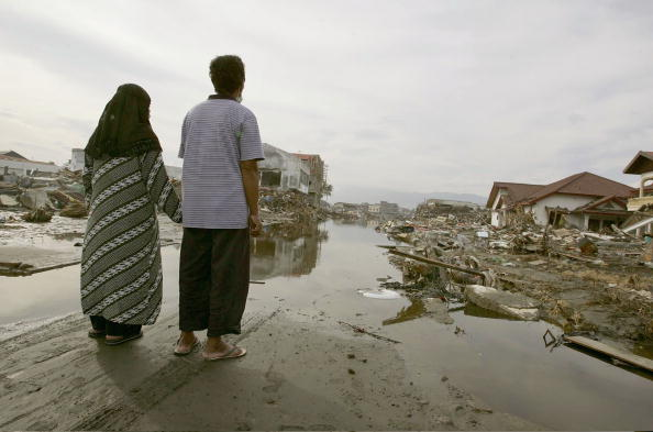 2004「Villagers Return To View Devastated Homes」:写真・画像(8)[壁紙.com]