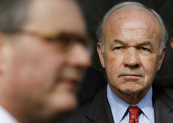 Dave Einsel「Kenneth Lay Takes The Stand In Enron Trial」:写真・画像(13)[壁紙.com]