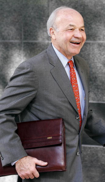 Dave Einsel「Skilling Takes The Witness Stand In Enron Trial」:写真・画像(2)[壁紙.com]
