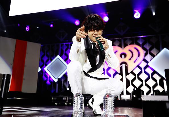 Kim Tae-Hyung「102.7 KIIS FM Jingle Ball – SHOW」:写真・画像(1)[壁紙.com]