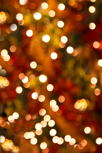 Defocused「Soft Focus Christmas Tree Lights Vertical Background」:スマホ壁紙(2)