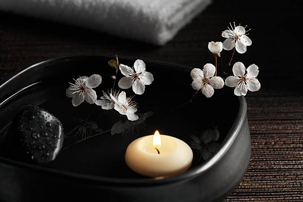 Zen Spa with Floating Candle and Blossoms:スマホ壁紙(壁紙.com)
