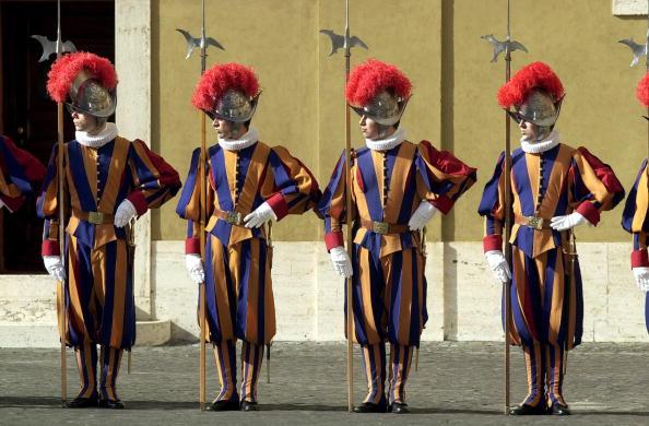Tim Graham「Swiss Guards At The Vatican」:写真・画像(19)[壁紙.com]