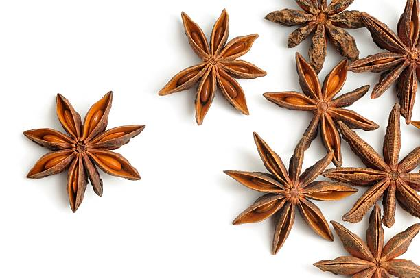 Star anise pods scattered:スマホ壁紙(壁紙.com)