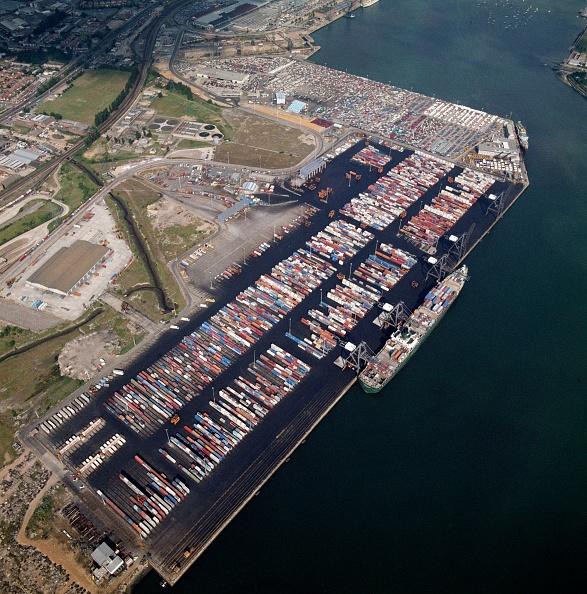 Pier「Container Terminal」:写真・画像(13)[壁紙.com]