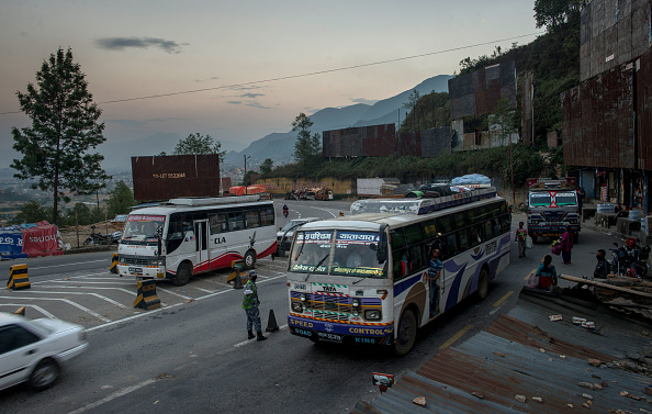 Bus「Organizations On High Alert For Child Trafficking In Wake Of Nepal Earthquake」:写真・画像(2)[壁紙.com]