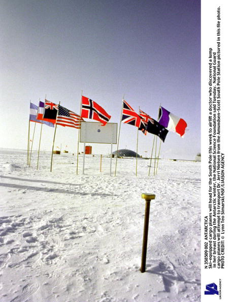 Ski Pole「Ski Equipped Cargo Planes Will Head For The South Pole This Week To Airlift A Doctor Who」:写真・画像(12)[壁紙.com]